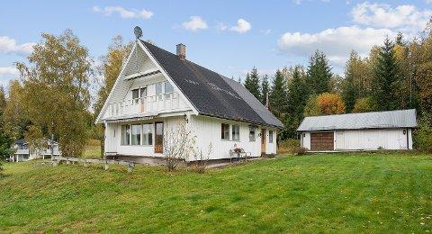 TIL SALGS: Eneboligen i Rømskog står på ei tomt som er 1.039 kvadratmeter stor. Kanskje vil eiendommen ende opp noe mindre.