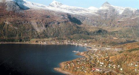 TVANG: Arbeiderpartiet-kommunstyremedlem  Torill Helene Larsen er skeptisk til en sammenslåing med Narvik fordi man også kan havne i samme kommune som Ballangen og Tysfjord. Hun mener disse har for dårlig øknomi og at det kan svi også for innbyggerne i Evenes.