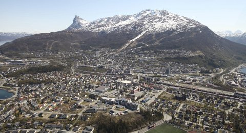 Klarer vi å kutte klimagassutslippene i Narvik, så klarer vi i hele Nord-Norge også, mener Vilde Lindgren Braseth og Narvik AUF.