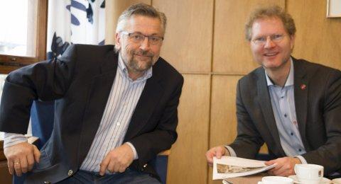 MØTE: Kongsvinger-ordfører Sjur Strand (til venstre) hadde besøk av stortingsrerpesentant Tor André Johnsen denne uka om E16-utbyggingen.FOTO: PER HÅKON PETTERSEN