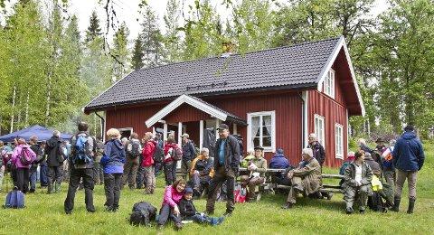 I FRILUFT: Elin Moen Rusten og Roy Lønhøiden holder konsert på Lebiko.