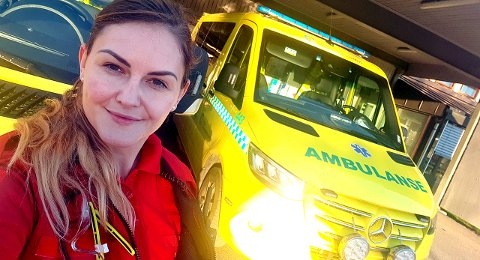 BØNN TIL BEFOLKNINGEN: – Skal vi klare å bekjempe dette viruset, så må vi dra lasset sammen, sier ambulansearbeider Marita Bergstrøm fra Ullensaker.