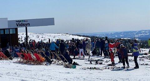 Slik så det ut utenfor Vidsyn på toppen av Hafjell, lørdag.