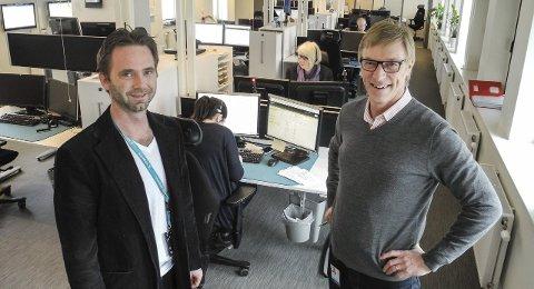 Kundesenter: Leder Dan Gluckstad (tv) for kundesenteret og banksjef Tom Willy Prangerød kan opplyse at arbeidsmengden og staben har vokst i løpet av de tre årene kundesenteret har vært i Halden.begge foto: Jan Erik Sørlie