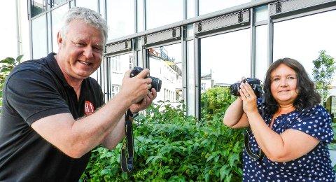 TA BILDER: Hans-Petter Kjøge og Ann-Charlotte Gärtner håper mange blir med på årets Fotosommer.