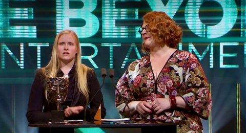 SEIER: Catharina Bøhler (Sarepta) og Elin Festøy (Teknopilot) på talerstolen etter seieren i BAFTA i natt.