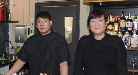 Tilbake: Daglig leder Emily Xiaoji Wu med den nye kokken Jianping Pei. Foto: Ernst Olsen
