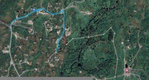 Kart som viser trasé der blå strek er eksisterende veg/ grusveg frå Vøringsfossen mot tiltak det vert søkt om. Den kvite streken er strekninga som vert søkt om finansiering av, raud er T-merka trasé, svart er der løypeplanen held fram.