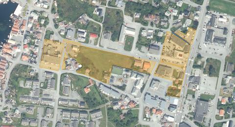 EIER SENTRUMSOMRÅDER: Knutsen-familien og selskaper de styrer eier over 25.000 kvadratmeter i Åkrehamn sentrum. Kart: Norgeskart