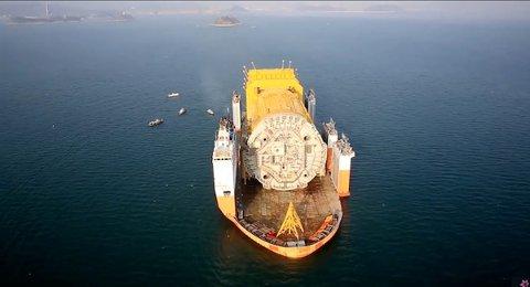 Stålkonstruksjonen på Aasta Hansteen er på vei til Norge.