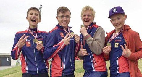 STAFETTLAGET: Disse fire tok bronsen på 4x100m i klassen 15-16 i NM-stafetten. Nå skal de løpe 1000m stafett og Sivert Jarmund er byttet ut med Vegard Steinbakken. Fra venstre Sondre Mjølkarlid, Atle Skundberg, Sivert Jarmund og Laara Sparrok Larsen.