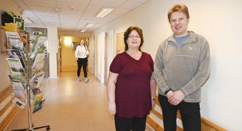 Forberedt: Kommuneoverlege Britt Inger Blaunfeldt-Petersen og ordfører Harald Lie gleder seg over fravær av koronavirus i Hattfjelldal. De skylder på flaks og gode naboer. – Men koronaviruset kommer til Hattfjelldal. Det er bare et spørsmål om tid.Foto: Stine Skipnes