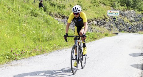 BAKKESPESIALIST: Martin Solhaug Hansen har bevist det før, blant annet i Korgfjellet Opp, at han behersker bakkene. Nå var han i teten i de harde etappene i etapperittet Uno-X Tour te fjells. Det ble to 5. plasser på fellesstartene.   Foto: Henrik Einangshaug