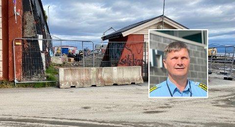 """FLOTT: Politistasjonssjef Frank Sletten synes det er flott at kommunene ser på muligheter for å gi """"Gutta på kaia"""" et nytt sted og møtes."""