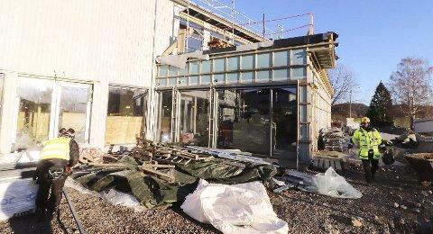 UTEOMRÅDET: I februar skal flerbrukshuset i Hof står ferdig. Foto: Pål Nordby