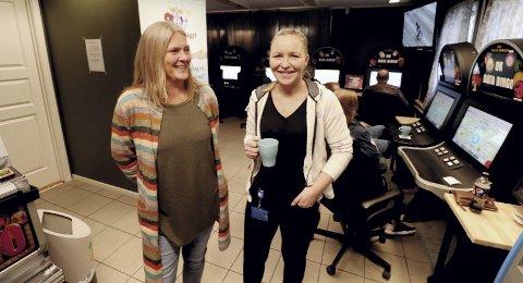 Fant passende lokale på Gullhaug: Medeier Sonja Baksetersveen og ansatt Veronica Michalsen er fornøyd etter en måned på Gullhaug. – I en totalvurdering var det flere plusser ved å flytte fra sentrum, sier Sonja Baksetersveen. Foto: Pål Nordby