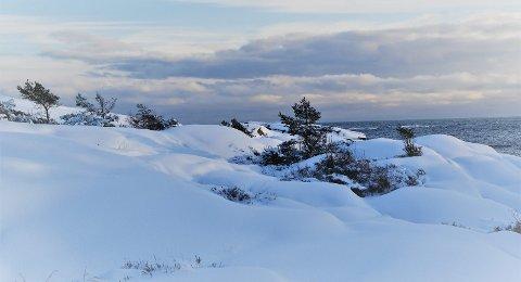 Teppe: Svabergene er dekket av tynt snølag.