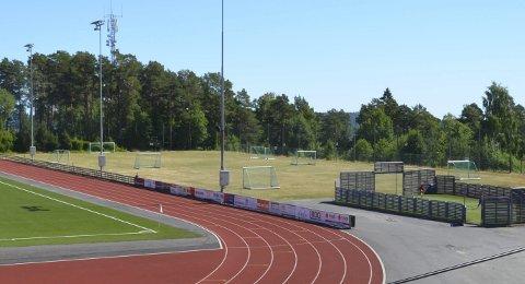 Kunstgress: To tredjedeler av treningsbanen på Stadion skal få kunstgress før vinteren.