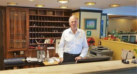 Jan Sunde er eigentleg pensjonist, men har i alle år jobba om sommaren. I år har han ein ny jobb han kan skriva på CV-en sin.