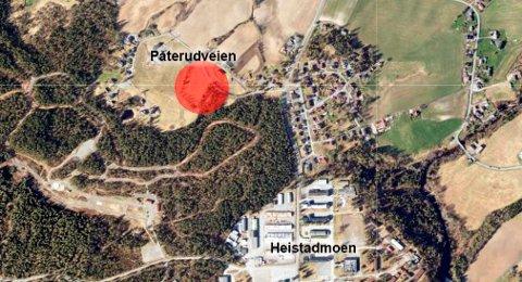 BOLIGER: Det legges opp til boligutvikling på vestsiden av fylkesveien på Heistadmoen. Sier politikerne ja, er det lagt opp til 12 nye boliger her.