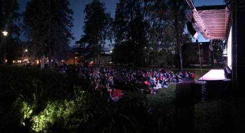 AVLYST: Det blir ikke noe av den populære utekinoen ved Lillestrøm kirke i år.