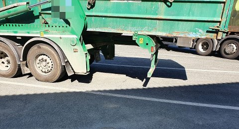 Fikk bruksforbud: Kjøretøyet måtte laste av før den kunne kjøre igjen.