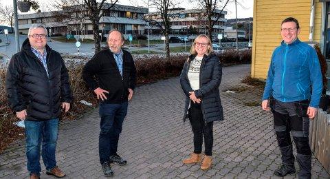 PAKKE: Opposisjonen i Søndre Land, her ved f.v. Juel Sagbakken (V), Rune Selj (H), Inger Lise Sveum-Aasbekken (H) og Erik Bjørnsveen (Bl), foreslår både en «ungdomspakke» og et omdømme- og, markedsføringsprosjekt i kommunen neste år.