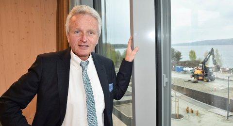 MÅ UTBEDRES NÅ: Fylkeskommunedirektør Tron Bamrud vil sette av 30 millioner kroner til strakstiltak på fylkesveg 30 i år .