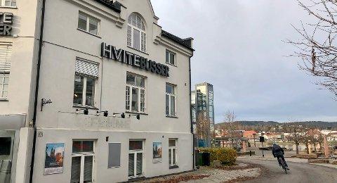 POSITIV: Kirkesjef Johannes Sørhaug har troa på boligbyggeplanene, og håper området utenfor Vestre Porsgrunn kirke kan få sin oppsving.