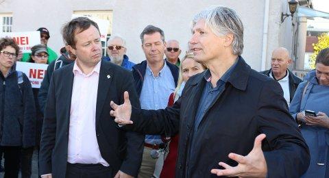 MINISTER: Klima- og miljøminister Ola Elvestuen mottok rapporten 4. november.