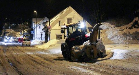 KLAGER: Brøytetraktor holder bydelen våken hele natta.