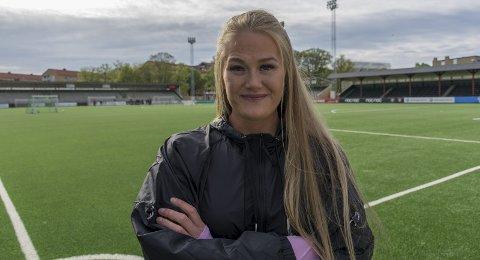 KLAR: Lisa-Marie Karlseng Utland startet på benken mot Frankrike i forrige kamp. Mandag kveld møter Norge Sør-Korea.