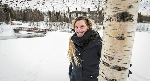 Løper i vei: Monica Røssvassbukt startet å løpe i fjor høst. I juni debuterer trebarnsmoren i konkurransesammenheng når hun skal løpe 12,8 kilometer i Celsastafetten. Foto: Øyvind Bratt