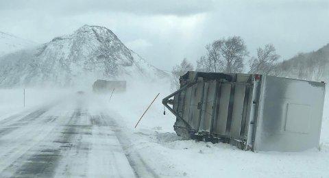Vindkastene var nådeløse i Meløy mandag.