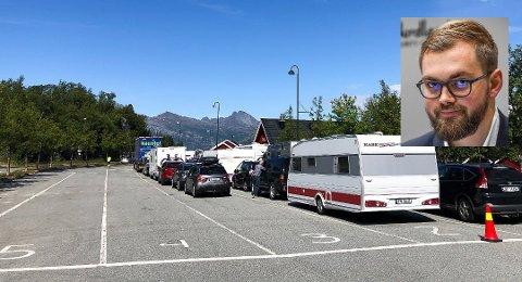 Det har tidvis vært lang kø på Jektvik-Kilboghamn, og mandag ble «Fykan» satt inn som suppleringsferge. Fylkesråd Bent-Joacim Bentzen sier det er en utfordring med eksplosiv vekst på Helgeland. Bildet er fra Kilboghamn.
