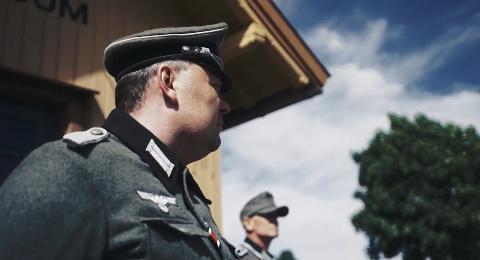 FØRST UT: Rjukans egen Bjøn iversen får æren av å være med i det aller første bildet i traileren til den nye filmen.