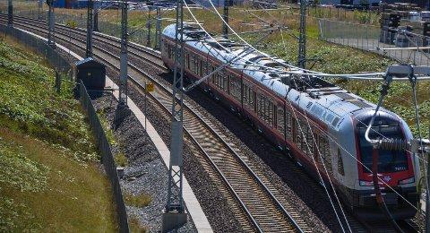NSB. Vestfoldbanen. Barkåker. Dobbeltspor. Jernbanen. Jernbane.