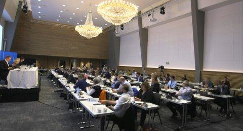 LANG DAG: Frå 09.00 til 21.40 samla fylkespolitikarane seg for å drøfte sentrale saker for Rogaland. Det blei i lengste laget for nokon.