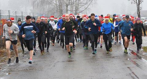 MANGE: Det var mange løpere på startstreken i årets siste Torsdagsløp.