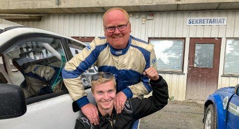 SE OPP FOR DENNE KAREN: Geir Klund (bak) mener Robin Rørvik har en stor fremtid bak rattet. På Landskamp.no tok de to NMK Aremark-førerne dobbeltseier.