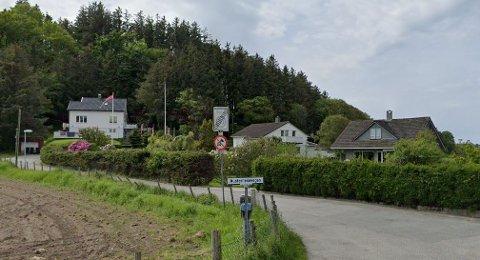 Her i krysset Austerheimvegen/Joavegen står skiltet som viser at 30-sonen opphører. Dette vil naboer og kommunen flytte.