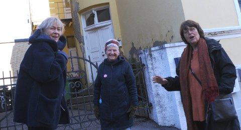 FIKK DEN STENGT: Her var det sex-klubb, i Kverndalen i Skien sentrum. Den var disse damene med på å få stengt i 1977: Gun Vik, Vigdis Bringsværd og Frida Sviland.