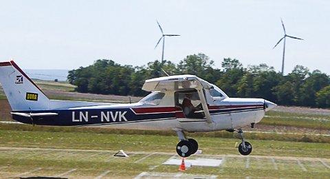 LANDING: Dette flyet skal lande på merket for å få høyest mulig poeng.