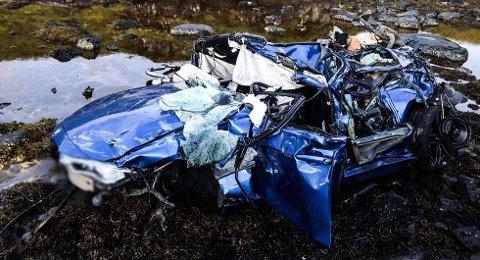 Kristiansunderens BMW ble fullstendig knust etter den dramatiske ulykken på Atlanterhavsveien.