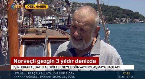 En strålende blid skipper forteller Tyrkias befolkning om sin utrolige ferd med Vaare.