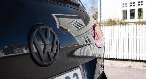 GAMMEL TRAVER: Volkswagen Golf var landets mest solgte bil i 2020 når man regner med både nybil og bruktbilsalg.