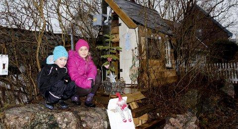 Roses: Ida Marie Tenden Skjønhaug og Ask Eide viser stolt fram huset sitt.Foto: Ole Jonny Johansen