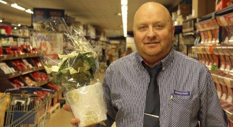 Juleblomstvinner: Mange kunder setter pris Rune Mikalsens innsats i butikken i Dyrløkkeveien.Foto: Ole Jonny Johansen