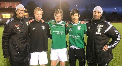 Rune Norgaard (trener), Markus Sørbø Eriksen, Mathias Stebekk, Mateusz Radgowski og Øyvind Hageli Quarg (trener) etter 5-0-seier over Randesund 2 i seriepremieren.