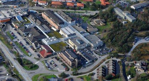 Rettssakene blant aktørane i Knarvik senter er ikkje heldig verken for senteret eller Knarvik som handelsstad, skriv Nh-redaktøren i denne leiaren.